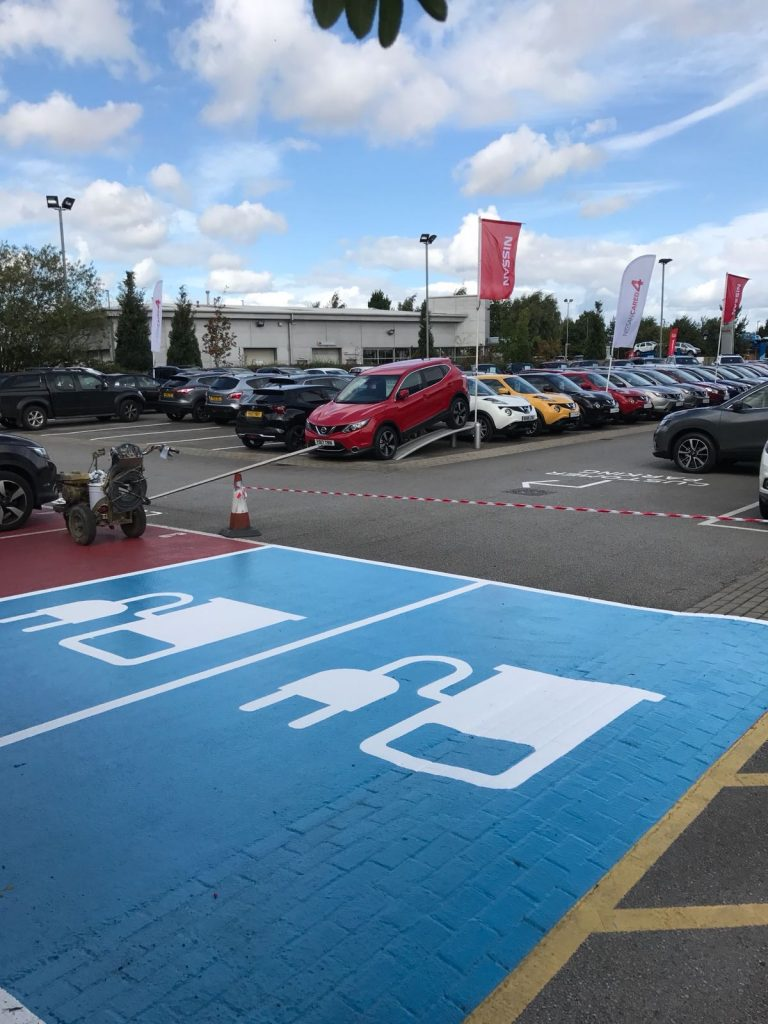 Parking bay markings for electric cars